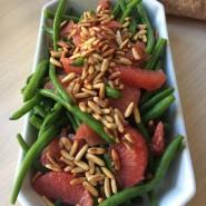 Bønnesalat med rød grape og pinjekerner